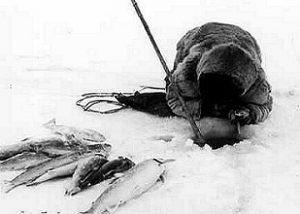 man_netsilik_icefishing